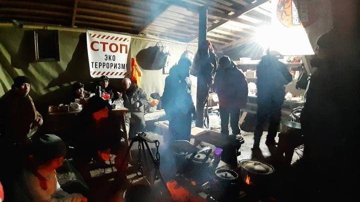 «Будут копаться в чужом белье»: в Шиесе у активистов изъяли фото- и видеотехнику, ноутбуки и флешки