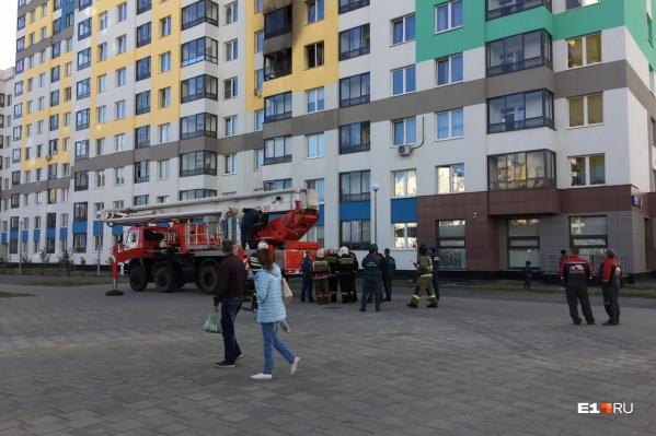 Жители подъезда говорят, что возгорание произошло на балконе