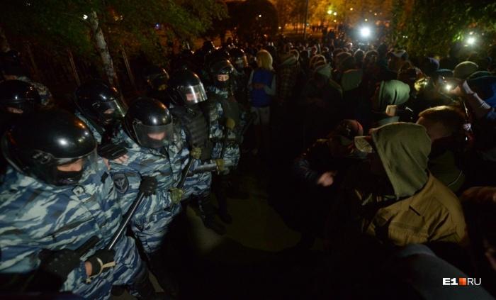 Столкновение ОМОНа с протестующими в ночь со вторника на среду