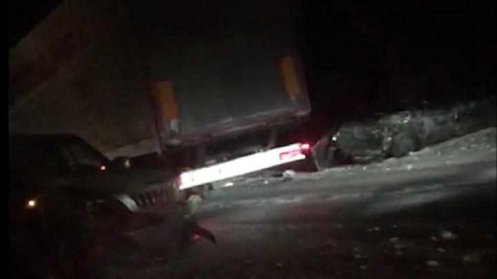 На Пермском тракте в аварии с тремя машинами погиб человек