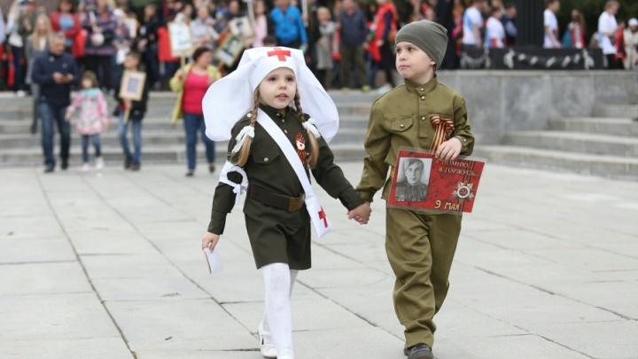 День Победы глазами детей: трогательный фоторепортаж 74.ru