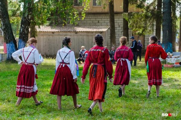 С пермячками все ясно. Они и в Африке — пермячки. А как быть с жительницами Большой Кочи, деревни Олени и Горшков? Как их называть?