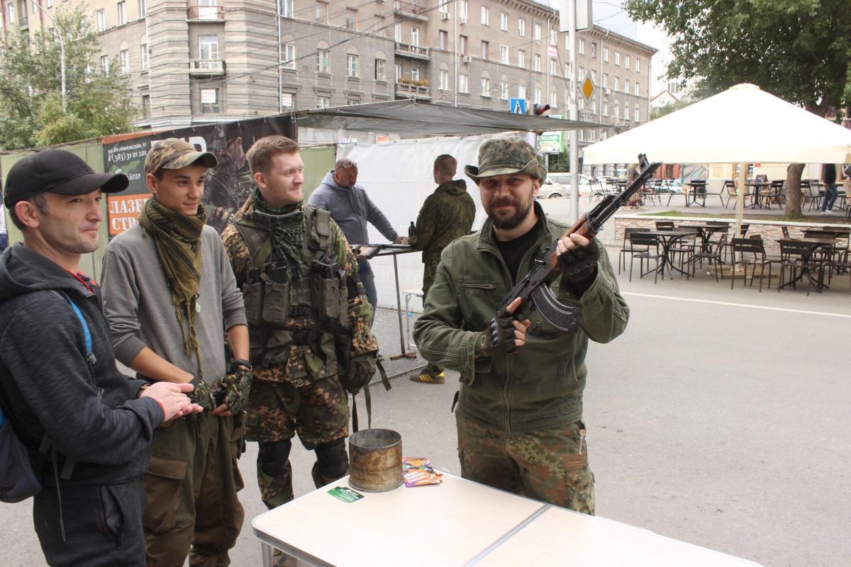 Теперь на улице Ленина можно не только перекусить и послушать музыку. Фото Стаса Соколова