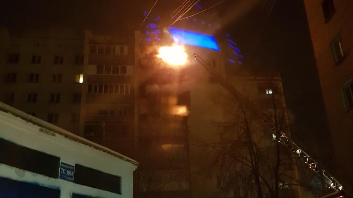 Горело четыре этажа: на пожаре в Челябинске пострадали два ребёнка