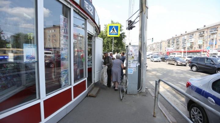 В Челябинске байкер с девушкой влетели под кроссовер