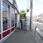 «Жуткие кадры»: в Челябинске байкер с девушкой влетели под внедорожник
