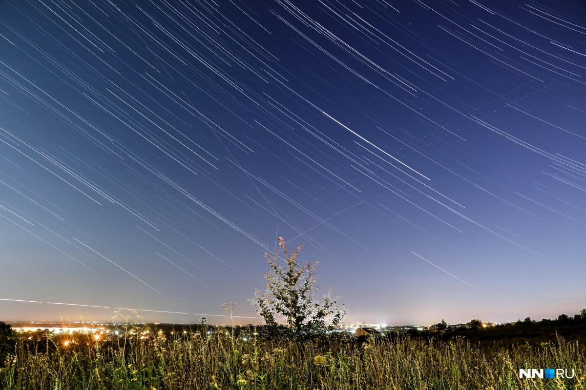 Вращение звездного неба снимается на длинной выдержке