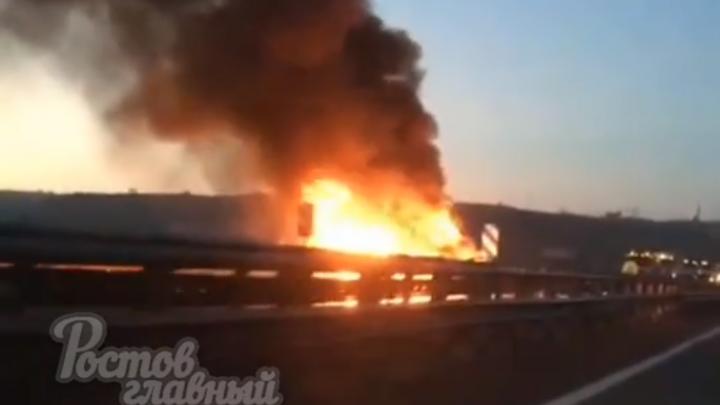 Под Новочеркасском на трассе дотла сгорел автомобиль