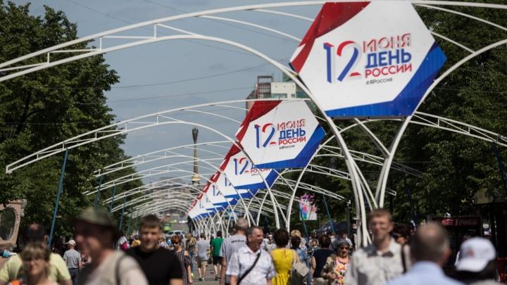 В центре Челябинска начали убирать железные «стринги», установленные для новогодней подсветки