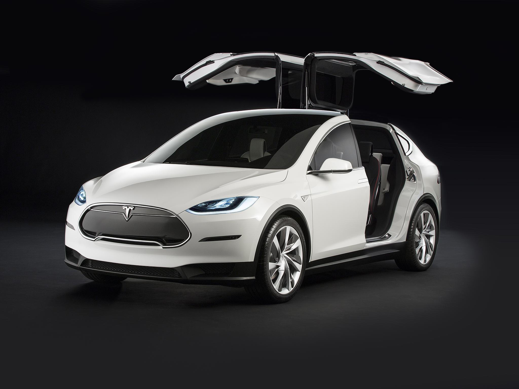 За первую половину 2018 года в России продано 15 электромобилей Tesla Model X