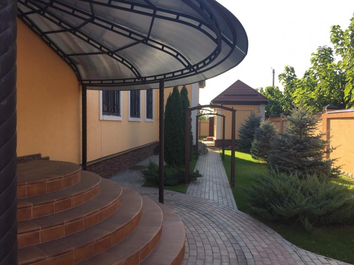 Двор дома