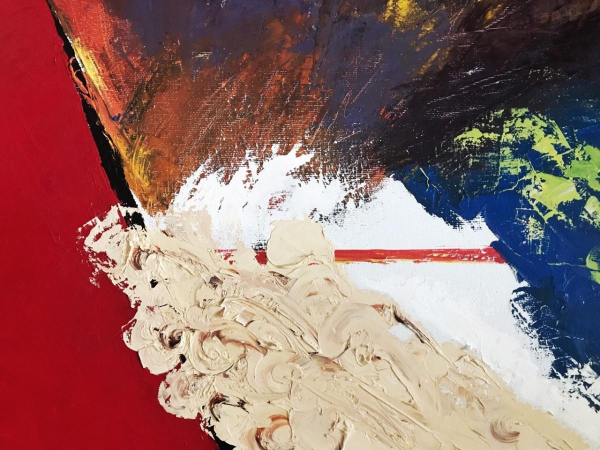 Художница работает в направлениях от иллюстрации и живописи до саунд-арта и перформанса