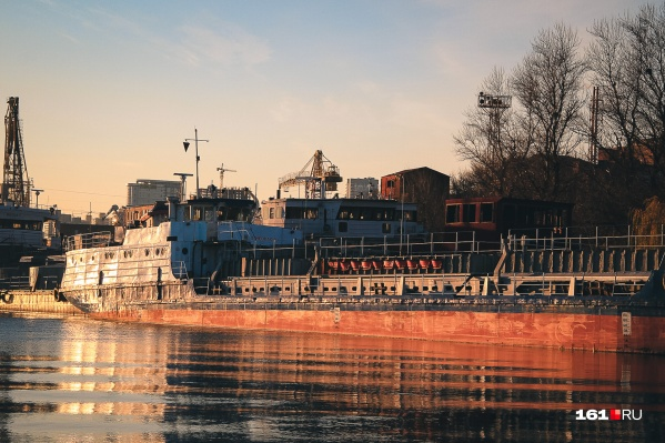 Судоходная компания задолжала морякам зарплату за ноябрь