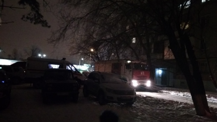 «Выбежали жильцы четырёх квартир»: в Волгограде сильно задымил мусоропровод девятиэтажки
