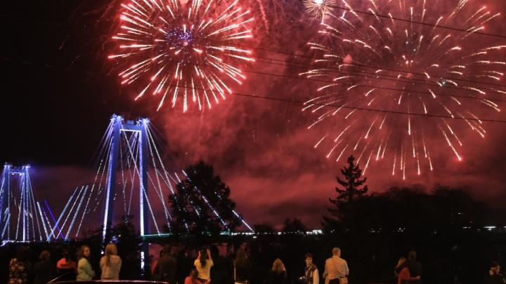 «Он был шикарен»: красноярцы делятся кадрами фейерверка в честь Дня города