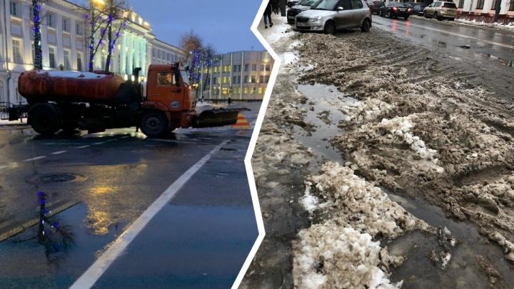 «Простаивает в усиленном режиме»: в Ярославле из снегоуборочной машины сделали шлагбаум