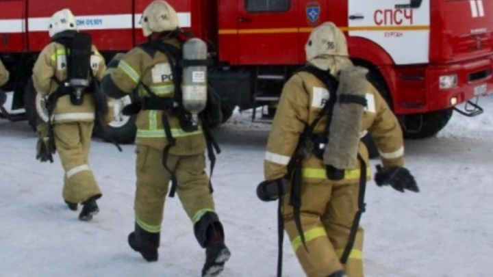 В Зауралье пожарным не полностью оплачивали сверхурочные и не выдавали спецодежду