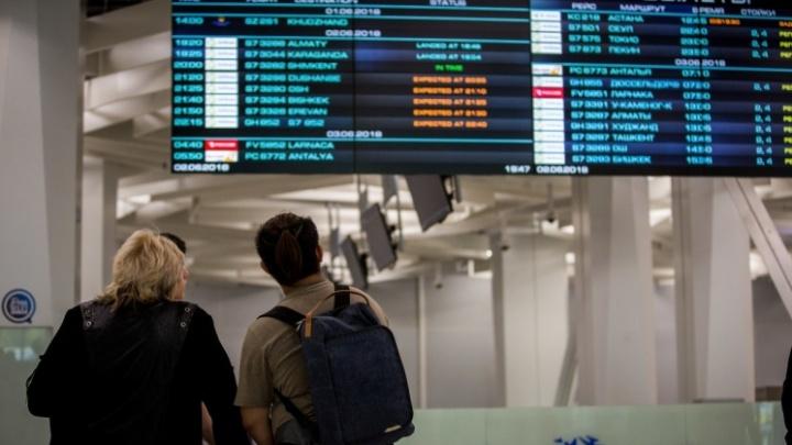 Пассажиры задержанного на сутки рейса устроили скандал в аэропорту Толмачёво