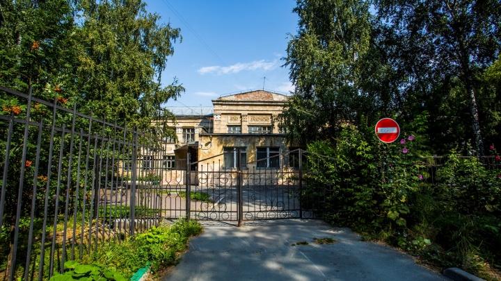 Власти отказали московским историкам в сохранении одной из старейших школ Новосибирска