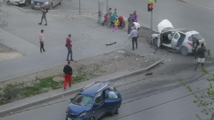Три человека пострадали во время жесткого столкновения на Котовского