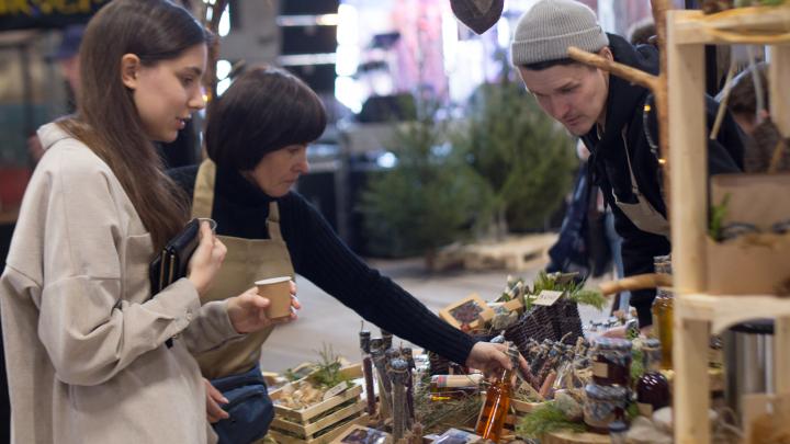 Керамика, украшения, еда. Топ подарков с новогоднего Red market