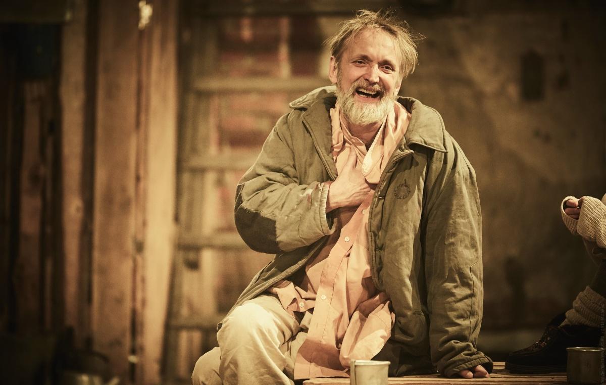 Лаврентий Сорокин стал лучшим драматическим актёром второго плана за роль Луки в спектакле «Подонки»