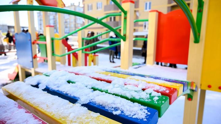 Мэрия Белой Калитвы заплатит 300 тысяч рублей отцу и сыну, получившему травмы на детской площадке