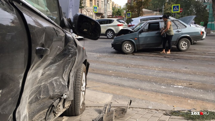 Осторожно, пробки: в центре Ростова «Ауди» протаранил ВАЗ