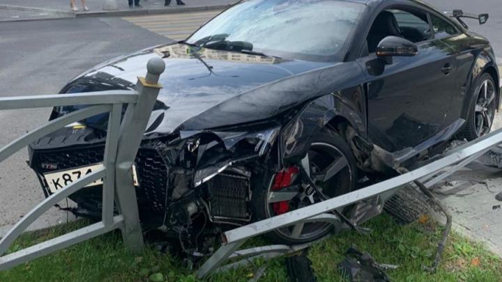 Лихача, которыйна Audi устроил ДТП на улице Малышева и ушел оттуда босиком, лишили прав