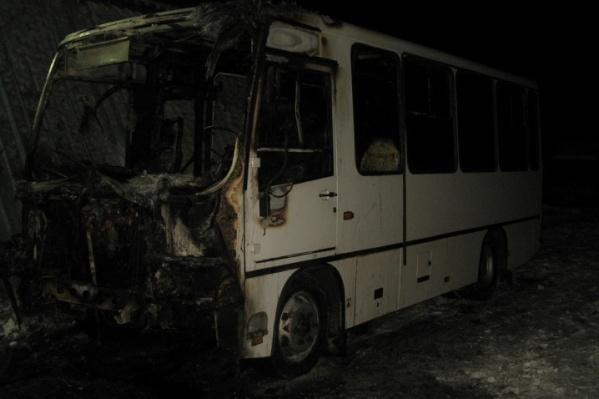 Сгоревший автобус не подлежит восстановлению