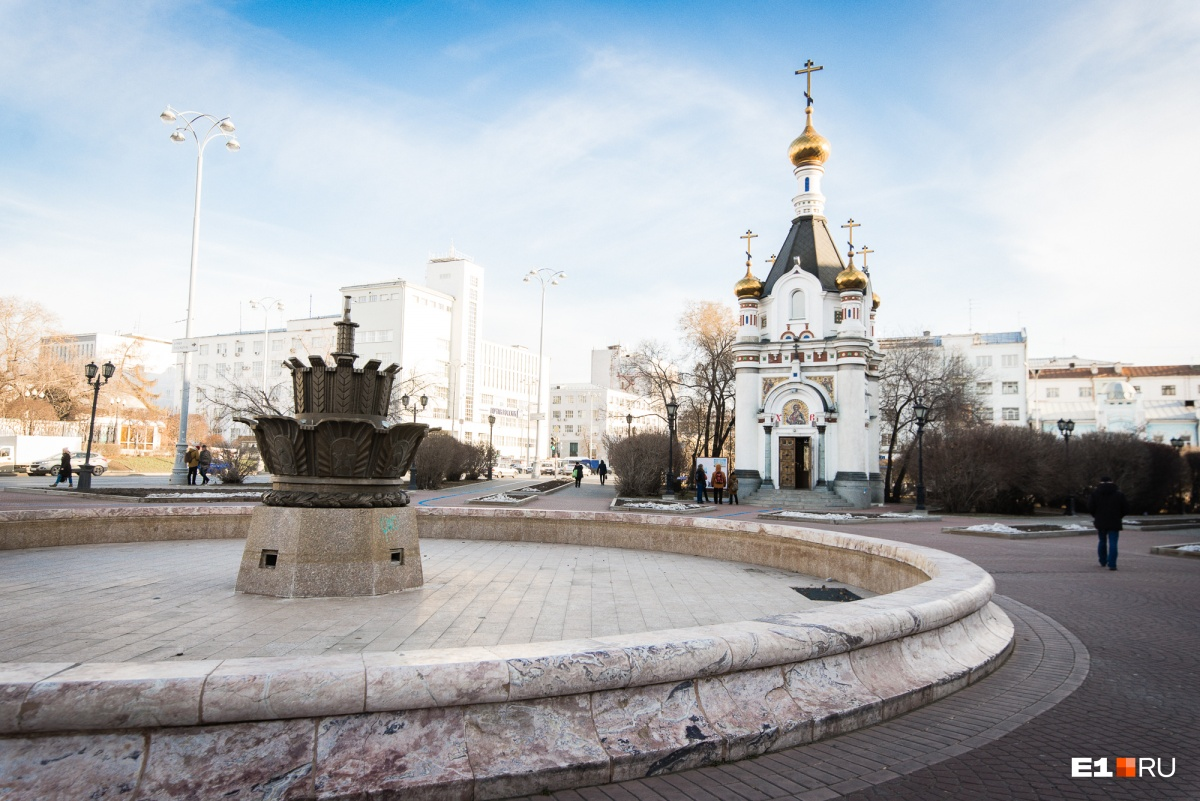 «Каменный цветок» появился на площади Труда