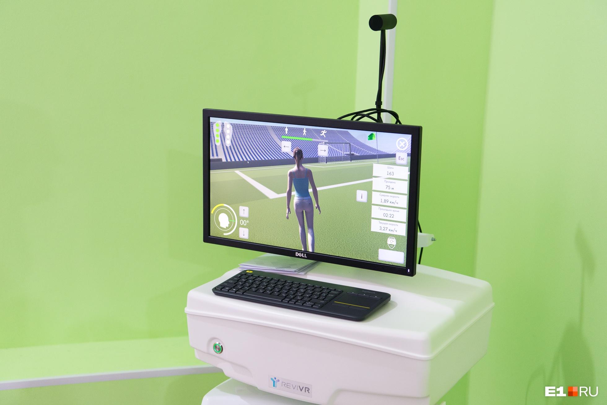 В виртуальной реальности, в которую попадает пациент на тренажере в больнице № 6, впереди пациента всегда идет девушка