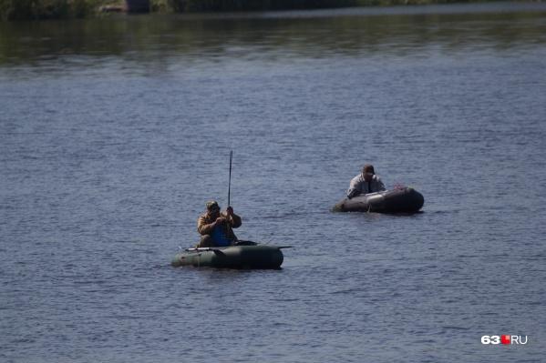 Рыбаков эвакуировали по воде