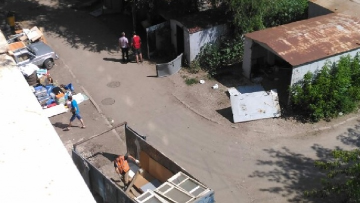 Ворота вскрыли ковшом: гаражи на Днепропетровской попали под снос