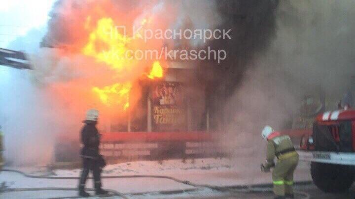 На Свердловской тушат горящее кафе