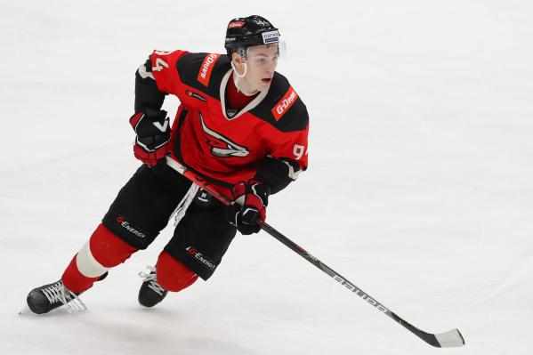 Кирилл Семёнов продолжает дело ушедшего в НХЛ Ильи Михеева — в прошлом сезоне именно Илья был лучшим бомбардиром «Авангарда»