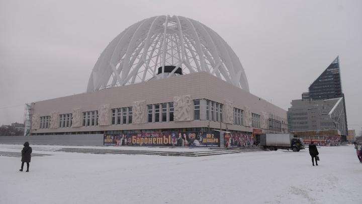 Похож на торговый центр? С обновленного фасада екатеринбургского цирка сняли строительные леса