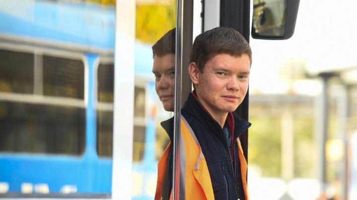 «Серега возит пассажиров как хрустальные вазы». Знакомимся с лучшим вагоновожатым России