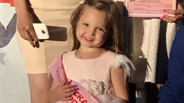 4-летняя девочка из Новосибирска стала лучшей супермоделью России