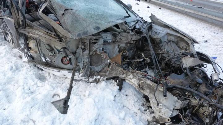 В первые снежные выходные на свердловских трассах случилось 400 аварий, 10 человек погибли
