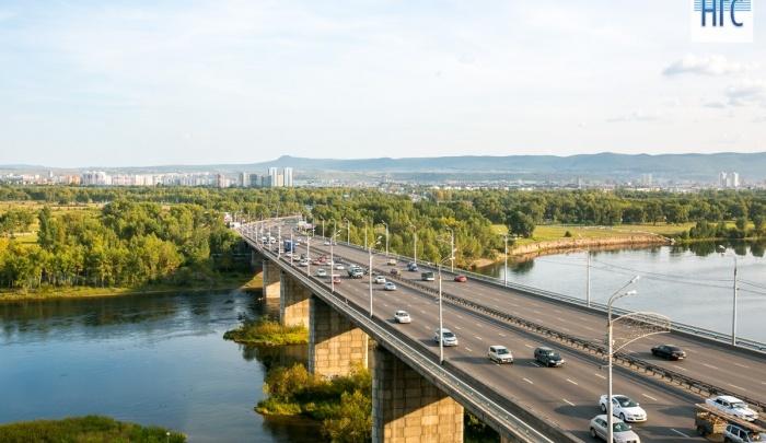 Женщину увезли с Октябрьского моста после звонка взволнованных очевидцев