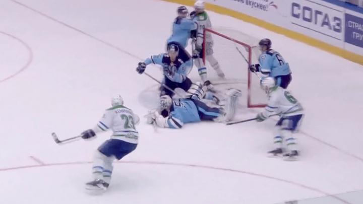 Сэйв вратаря хоккейного клуба «Сибирь» стал лучшим за неделю в КХЛ