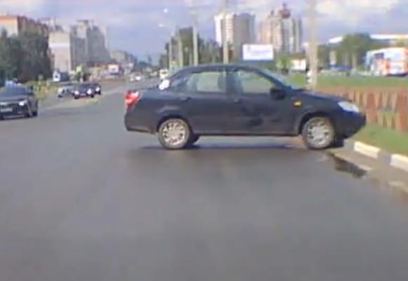 Восстание машин: в Заволжском районе автомобиль без водителя устроил ДТП