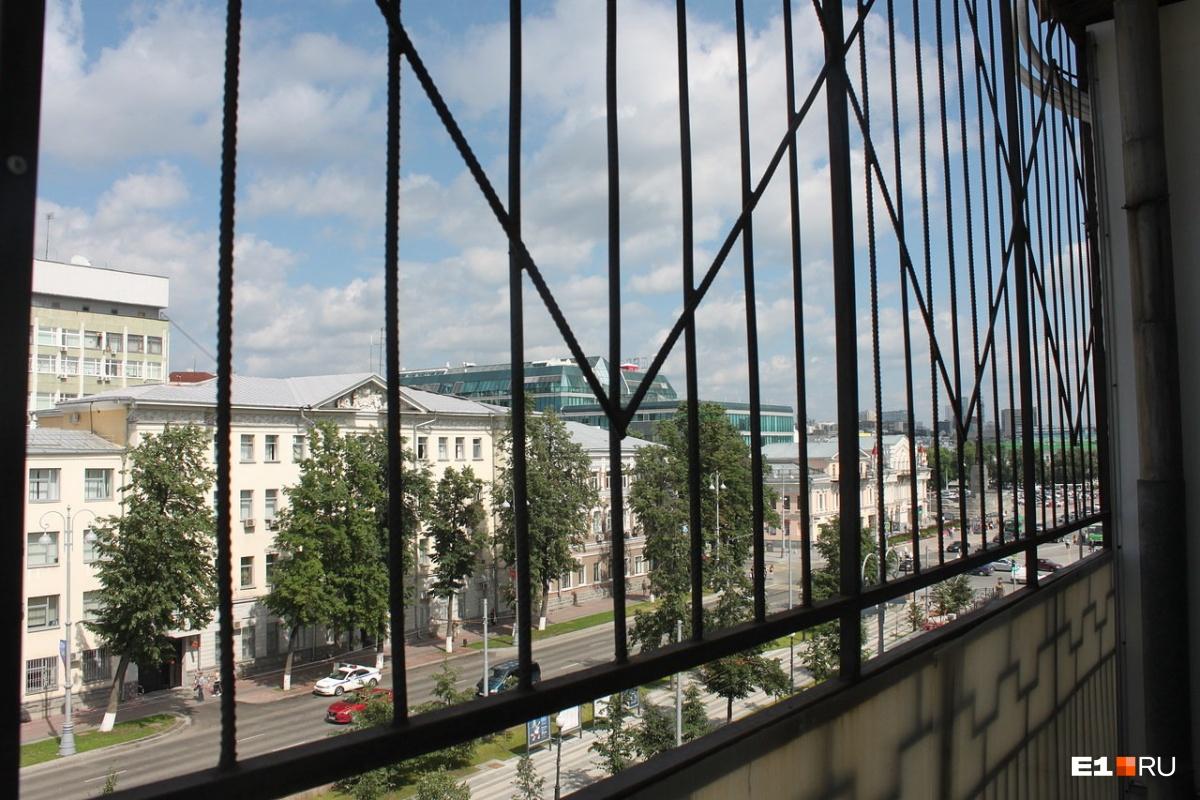 С балкона можно увидеть площадь 1905 года