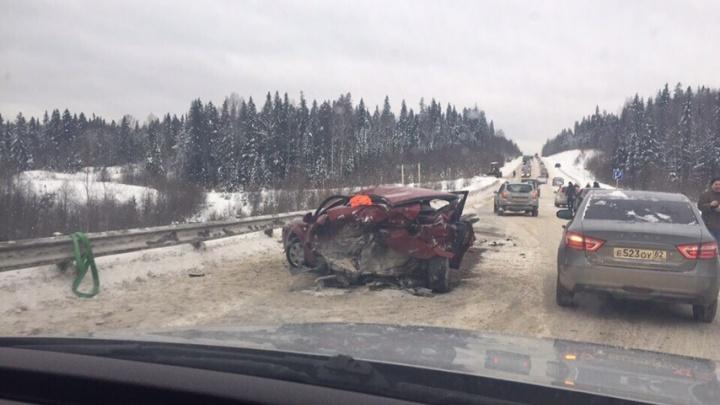 На трассе Пермь — Березники столкнулись Chevrolet и Subaru: пострадали три человека