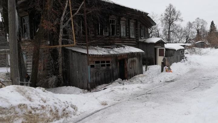 В Прикамье на пожаре погибла четырехлетняя девочка, её брата чудом спас сосед — матери дома не было