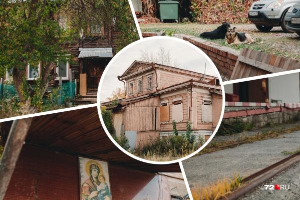 Район Тычковка, куда входит улица Пристанская, простирается вдоль Туры от Ильинского женского монастыря до улицы Профсоюзной. Сейчас это спокойное тихое место с элитными высотками, но так было не всегда