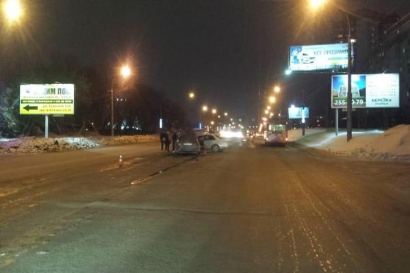 Авария случилась вчера в девятом часу вечера на перекрёстке Ватутина и Тульской
