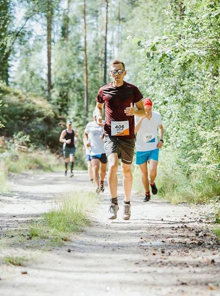 Андрей часто бегает марафоны, но не в образе