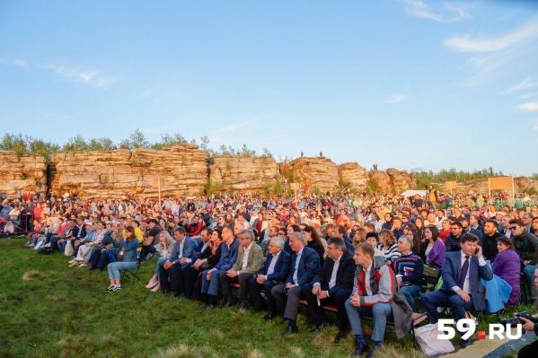 Гала-опера на закате собрала сотни слушателей